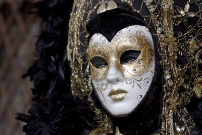 woman-carnival-mask-in-venice